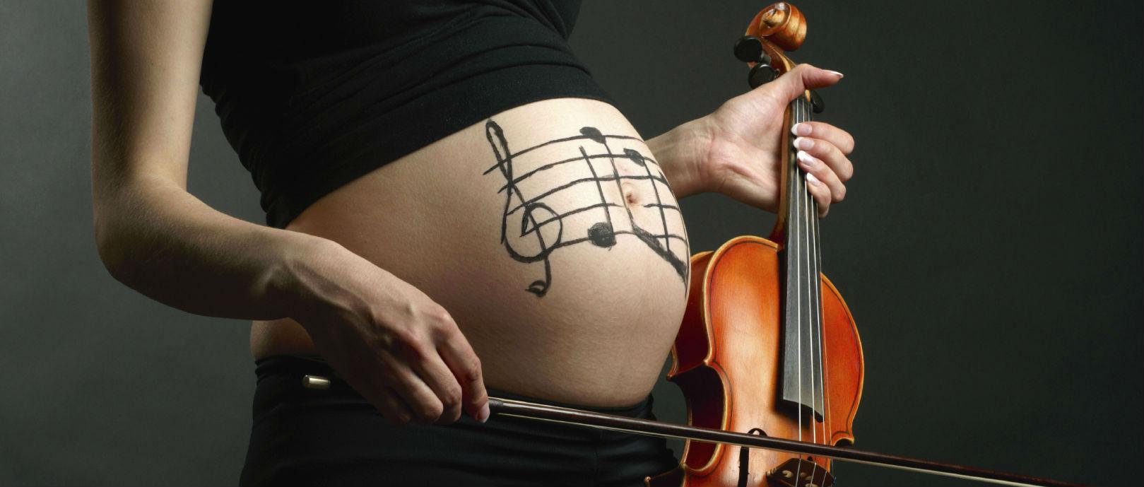Cách nghe nhạc cho con thông minh ngay từ trong bụng 1
