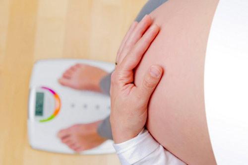 Thừa cân hoặc thiếu cân khi mang thai ảnh hưởng thế nào? 1