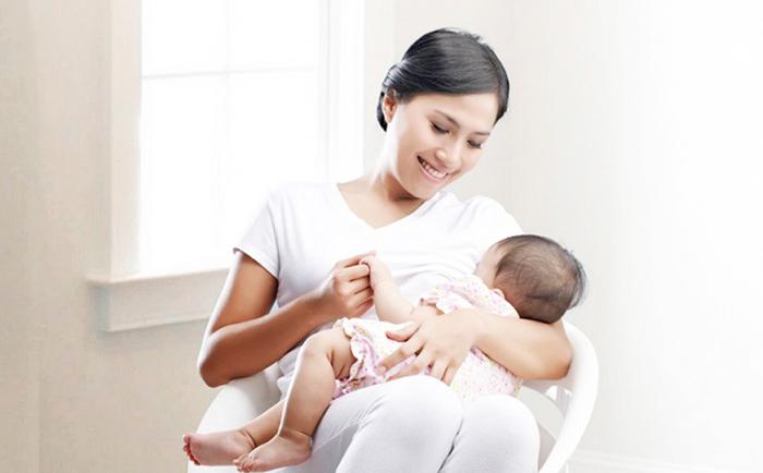 Làm sao biết bé bú đủ sữa mẹ ? 1