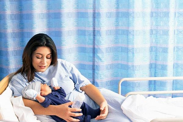 Sau sinh mổ mẹ nên kiêng ăn gì? 1