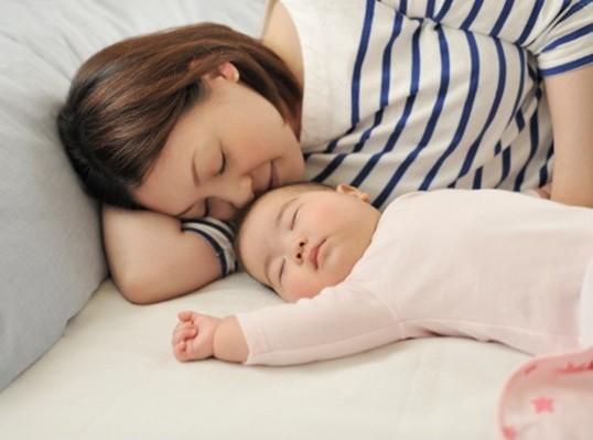 2. Căng thẳng, stress, nghỉ ngơi không đủ sau sinh. 1