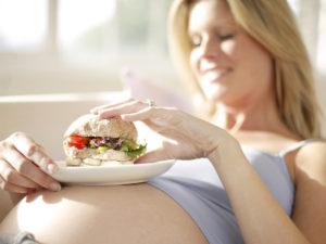 Bà bầu không nên ăn gì trong 3 tháng đầu 1