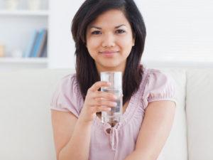 Uống bù nước cho cơ thể 1