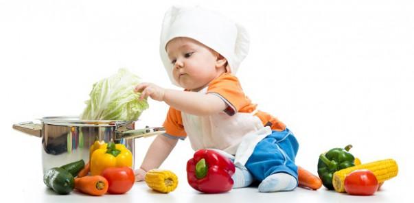 Nuôi con bằng sữa mẹ làm cho trẻ thích ăn rau hơn 1
