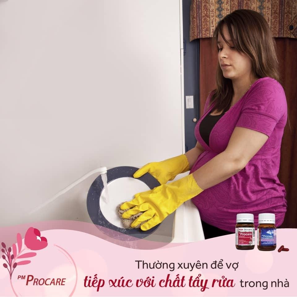 Thường xuyên để vợ tiếp xúc với chất tẩy rửa trong nhà 1