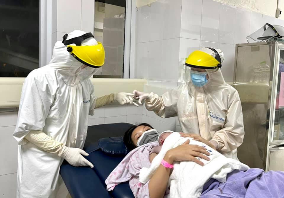 Hình ảnh mang thai và sinh con trong khu cách ly đặc biệt ở Quảng Ninh 2