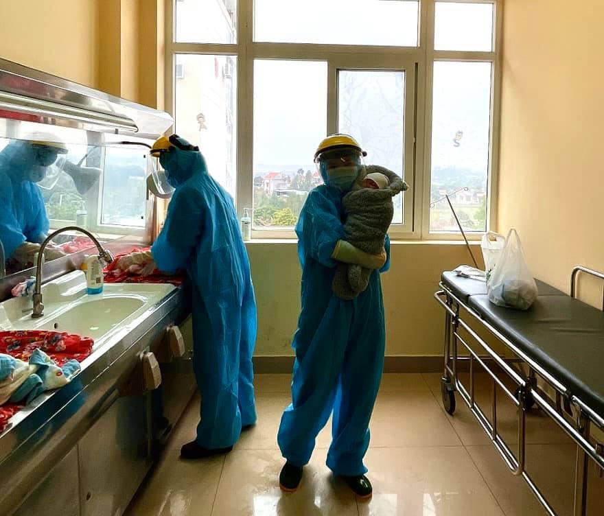 Hình ảnh mang thai và sinh con trong khu cách ly đặc biệt ở Quảng Ninh 5